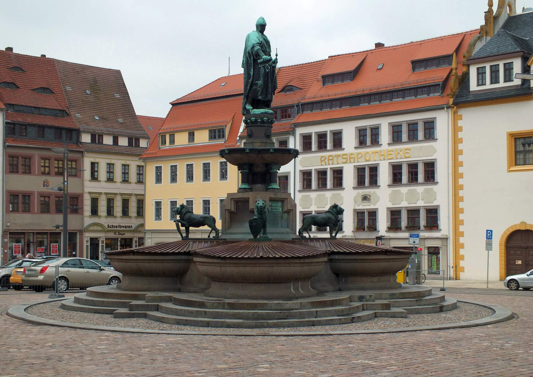 freiberg mittelalterlicher obermarkt mit brunnen. Black Bedroom Furniture Sets. Home Design Ideas